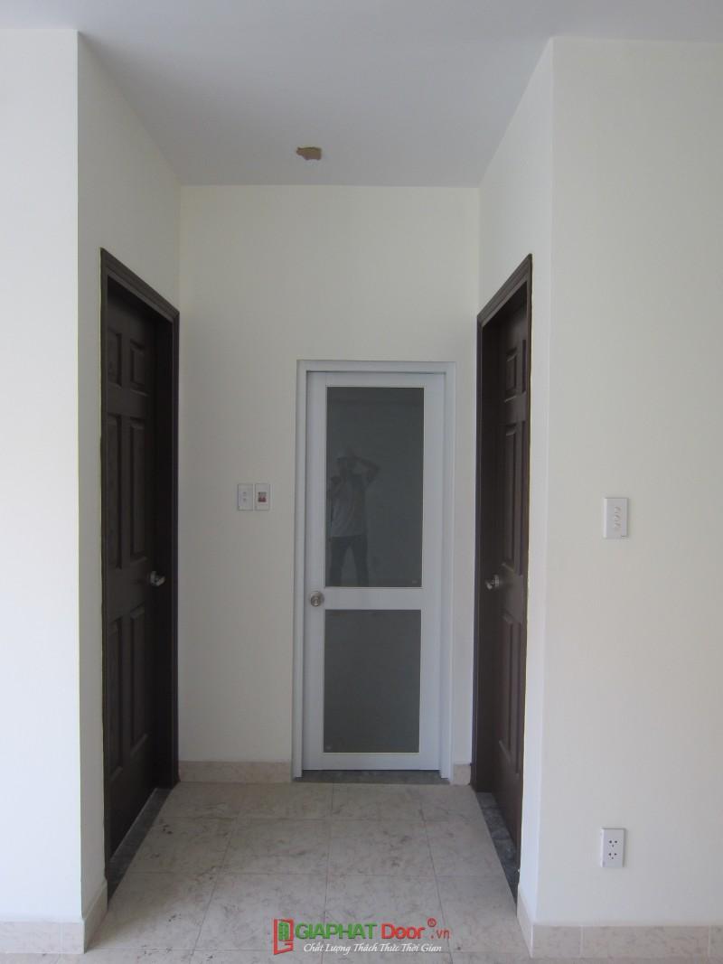 lắp cửa gỗ phòng ngủ hiện đại